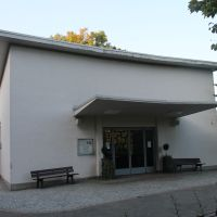 Trauerhalle Leutershausen.JPG